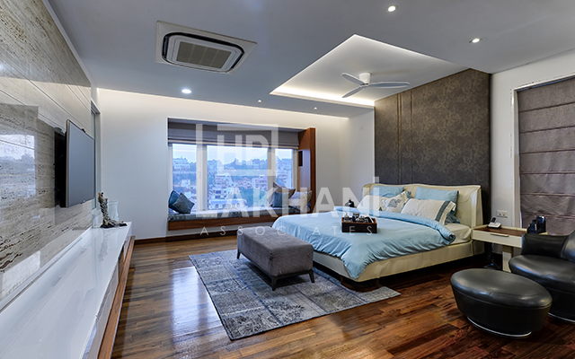 modern style bedroom by HP Lakhani Associates